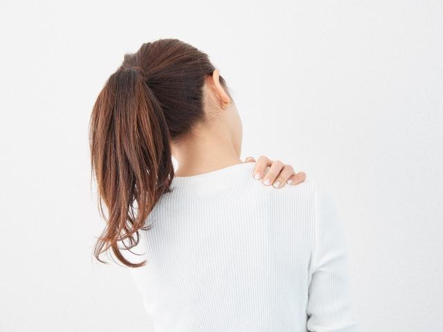 姿勢のゆがみによって起こる不調とは?